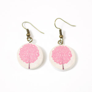 Pendientes de madera con ilustración de árbol rosa